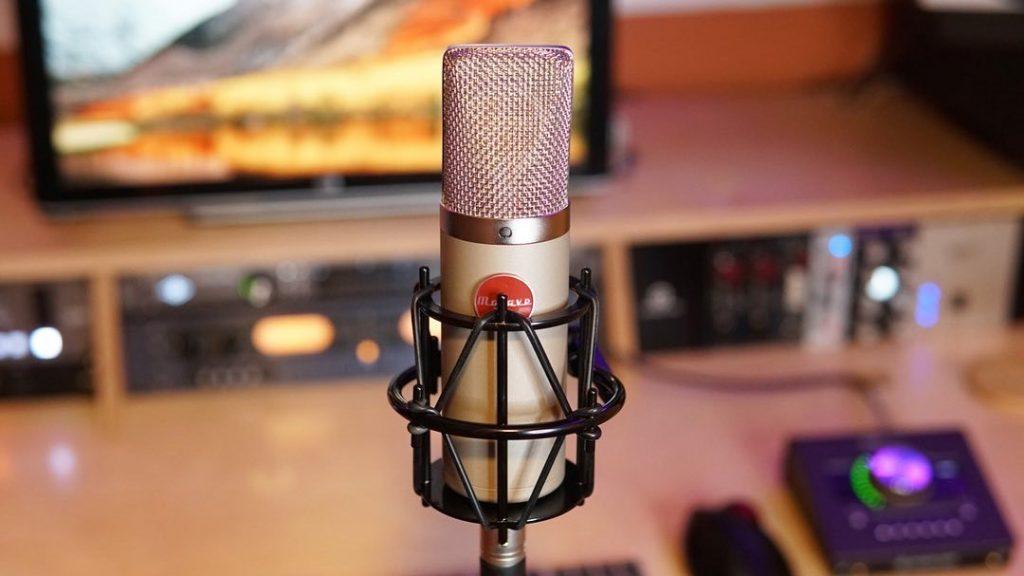 A Mojave mic in Decibel Studios