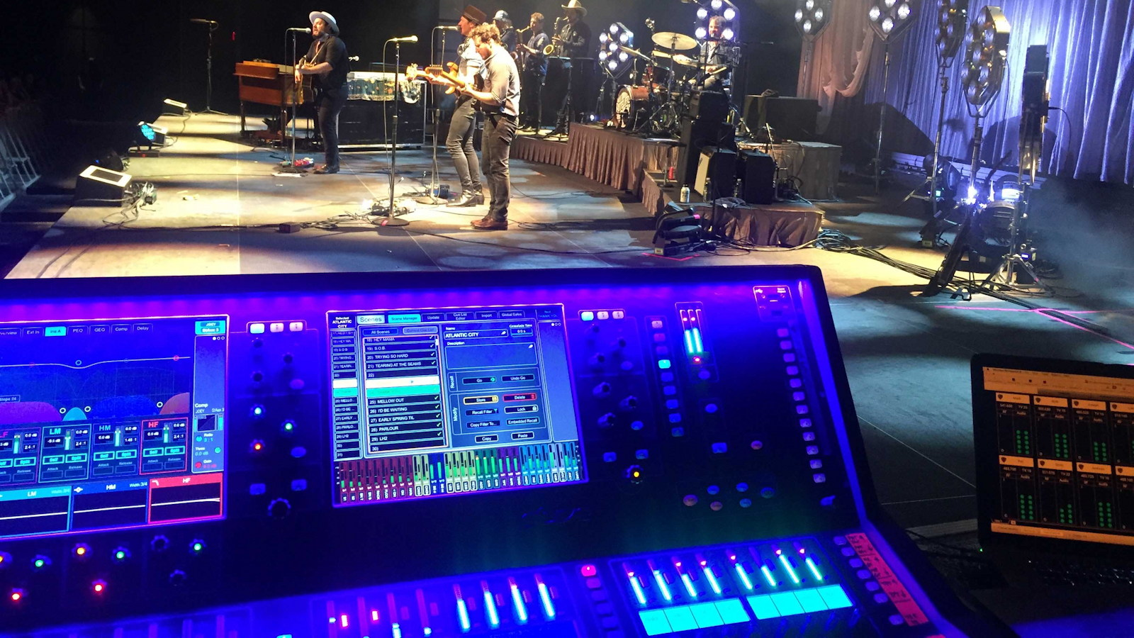 Nathaniel Rateliff Boogies with Allen and Heath