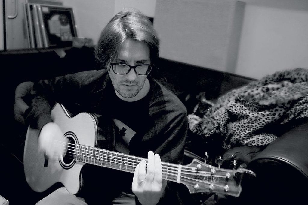 Steve Wilson on guitar. Photo by Naama Kostiner